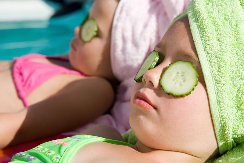 Getty_girls_spoiled_kids_cucumber_slices_spa_LARGE_ImageSource-56539e1e3df78c6ddf14c2d8